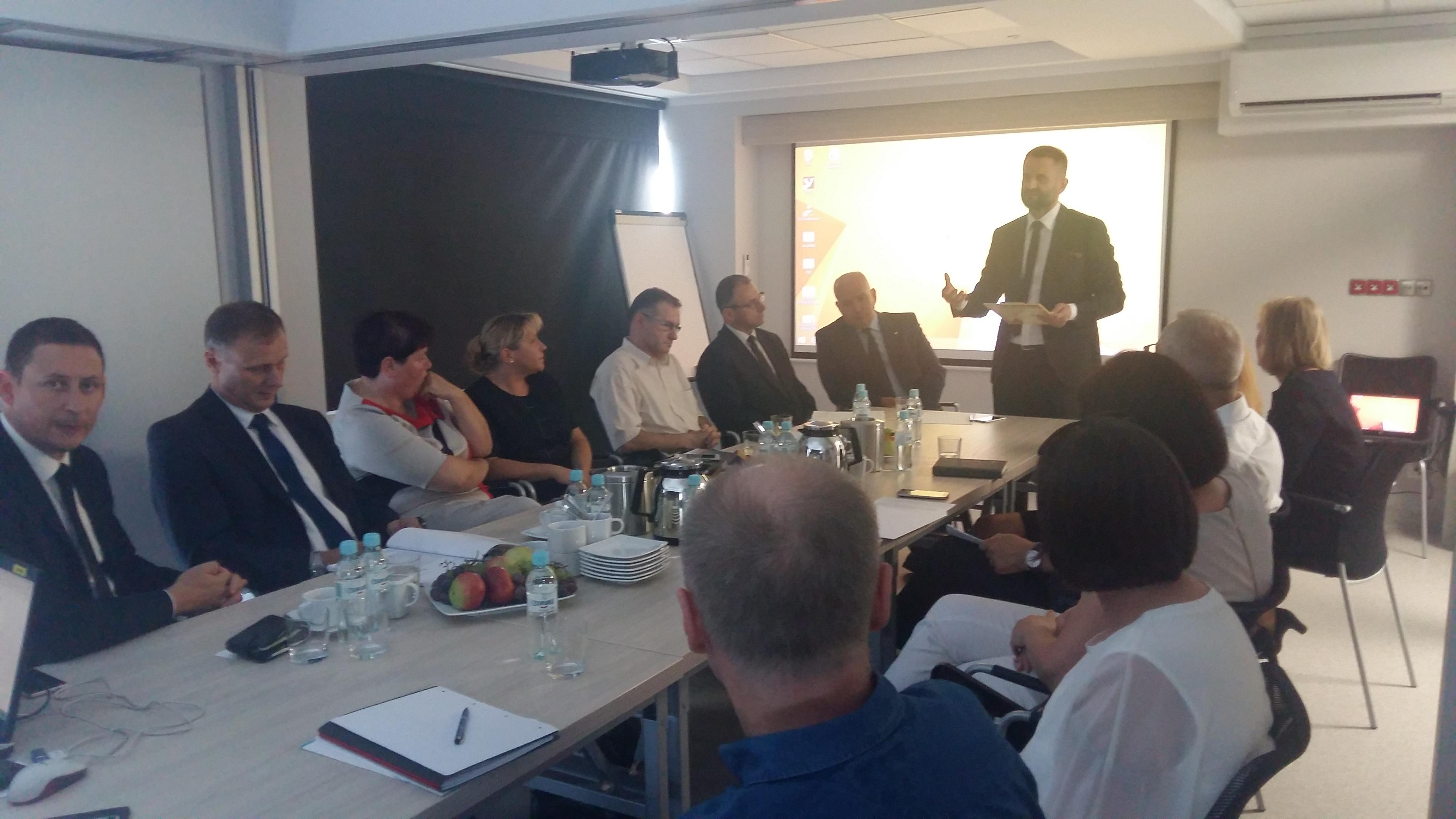 Ilustracja do informacji:  Spotkanie poświęcone zabezpieczeniu świadczeń opieki zdrowotnej w powiecie krośnieńskim