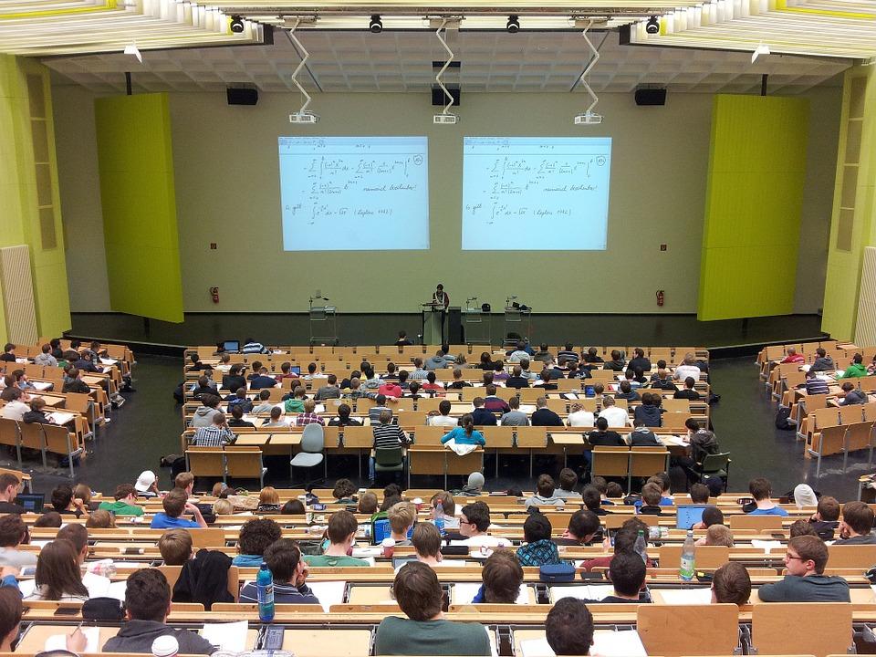 Ilustracja do informacji: Studencie, sprawdź eWUŚ!