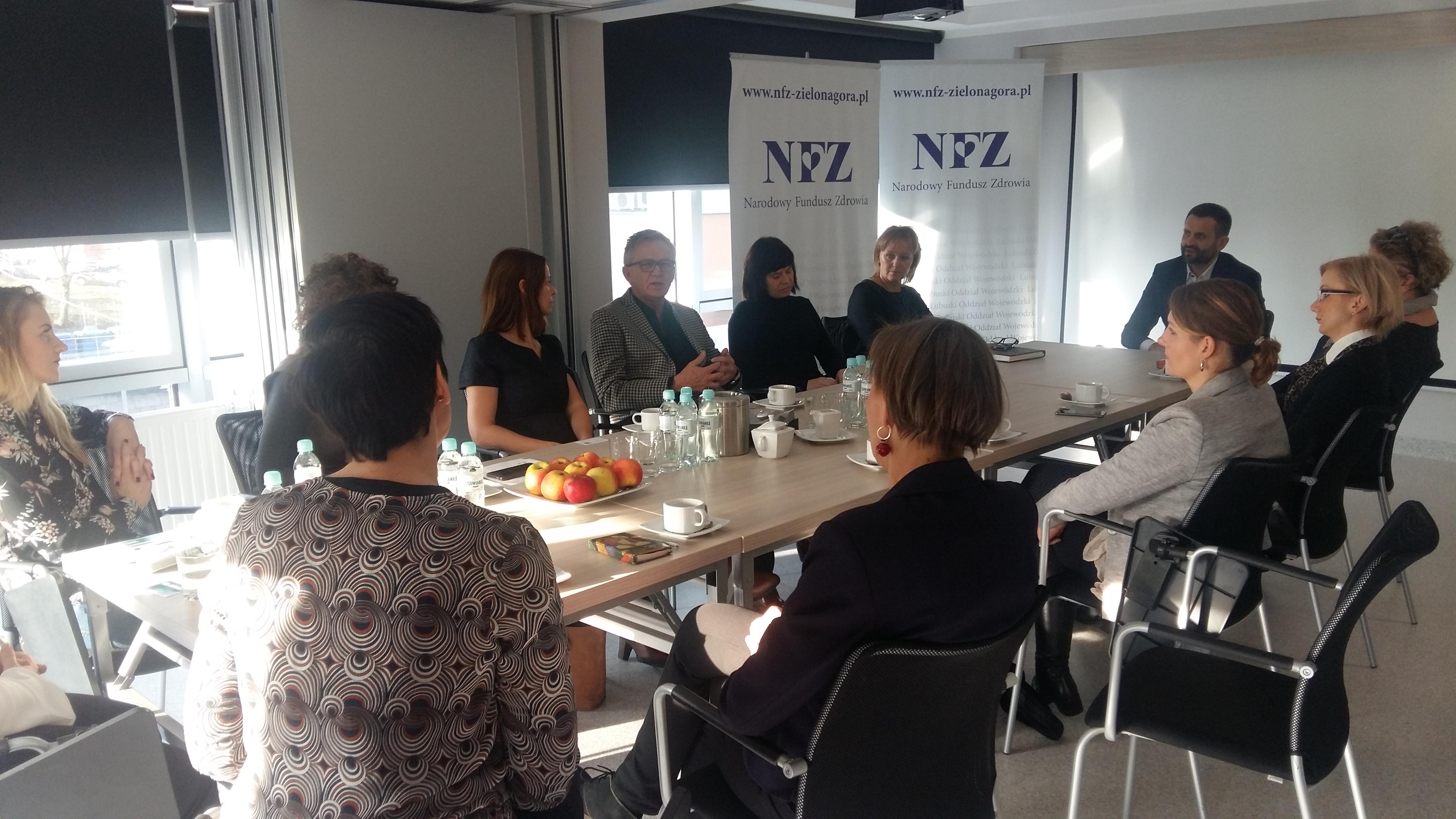 Ilustracja do informacji: Spotkanie w LOW NFZ na temat opieki poporodowej nad dziećmi i perinatalnej opieki paliatywnej