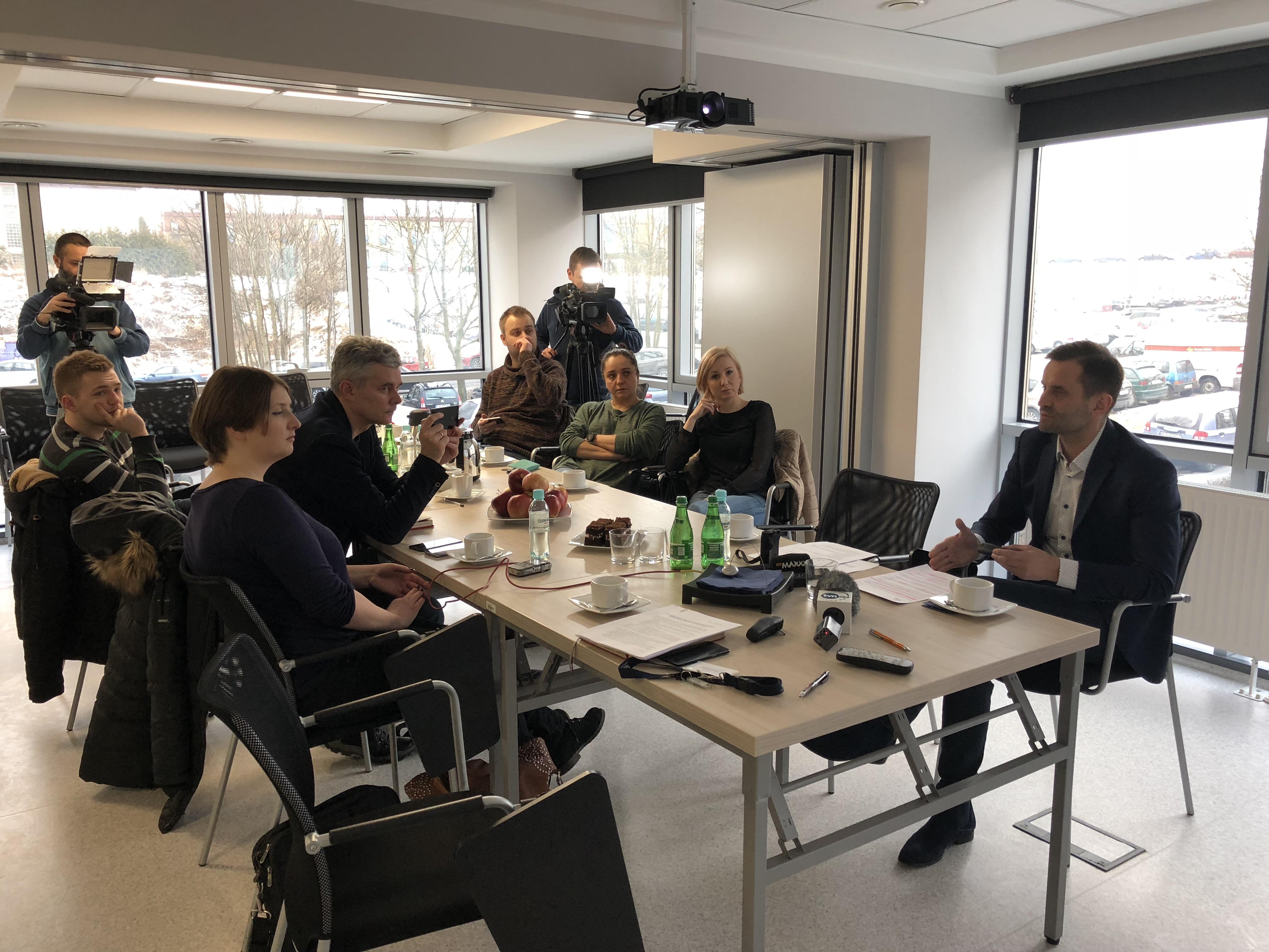 Ilustracja do informacji: Briefing prasowy LOW NFZ na temat porozumienia Ministra Zdrowia z Porozumieniem Rezydentów Ogólnopolskiego Związku Zawodowego Lekarzy