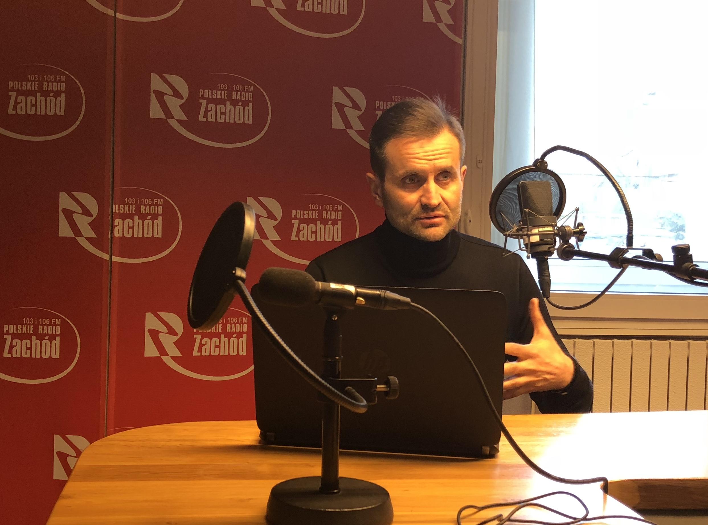 """Ilustracja do informacji: """"Gość Radia Zachód"""" Piotr Bromber p.o. Dyrektora LOW NFZ"""